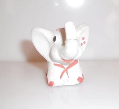 Kis nyakkendős elefánt