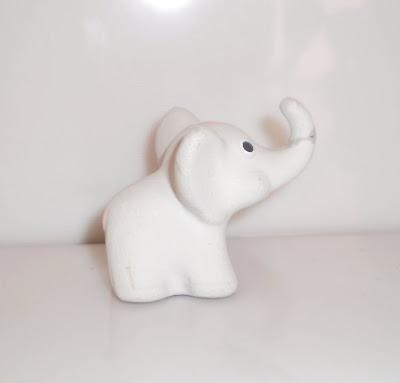 Kis szürke elefánt