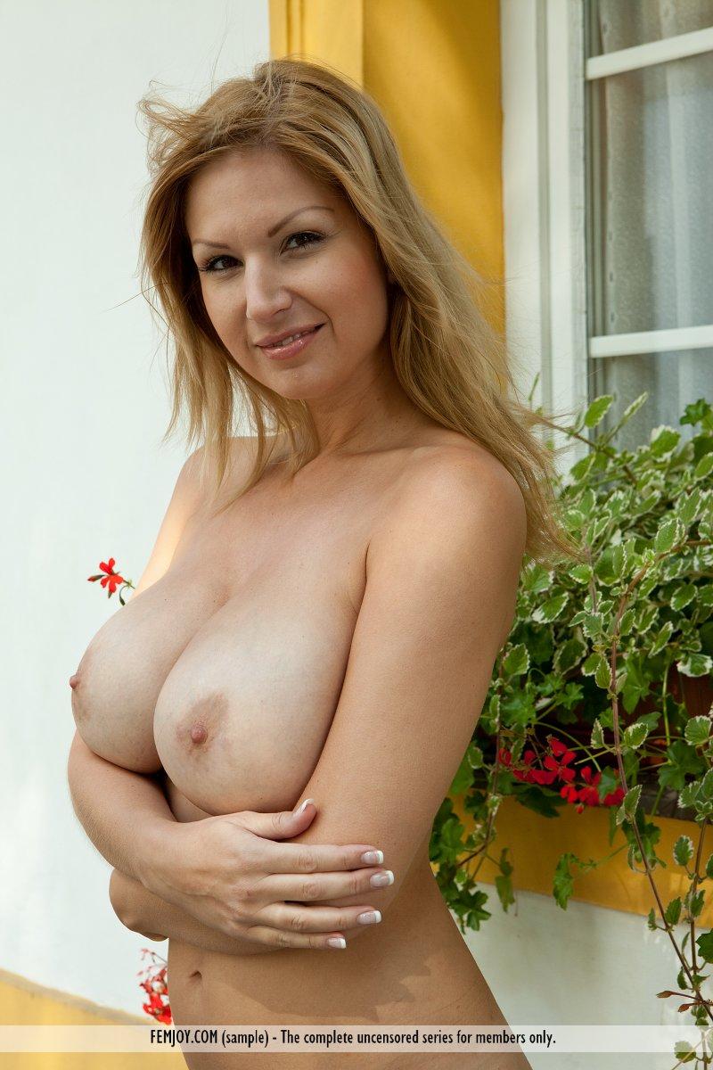 Bomb nude beauties — 10