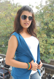 Hot & Sexy Tashu Kaushik Photos