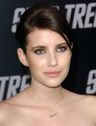 Emma Roberts Looking So Sexy & Very Hot Photos