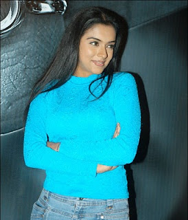 Sexy actress Asin sexy photos