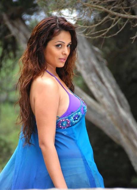 Sizzling Anjana Sukhani sexy photos