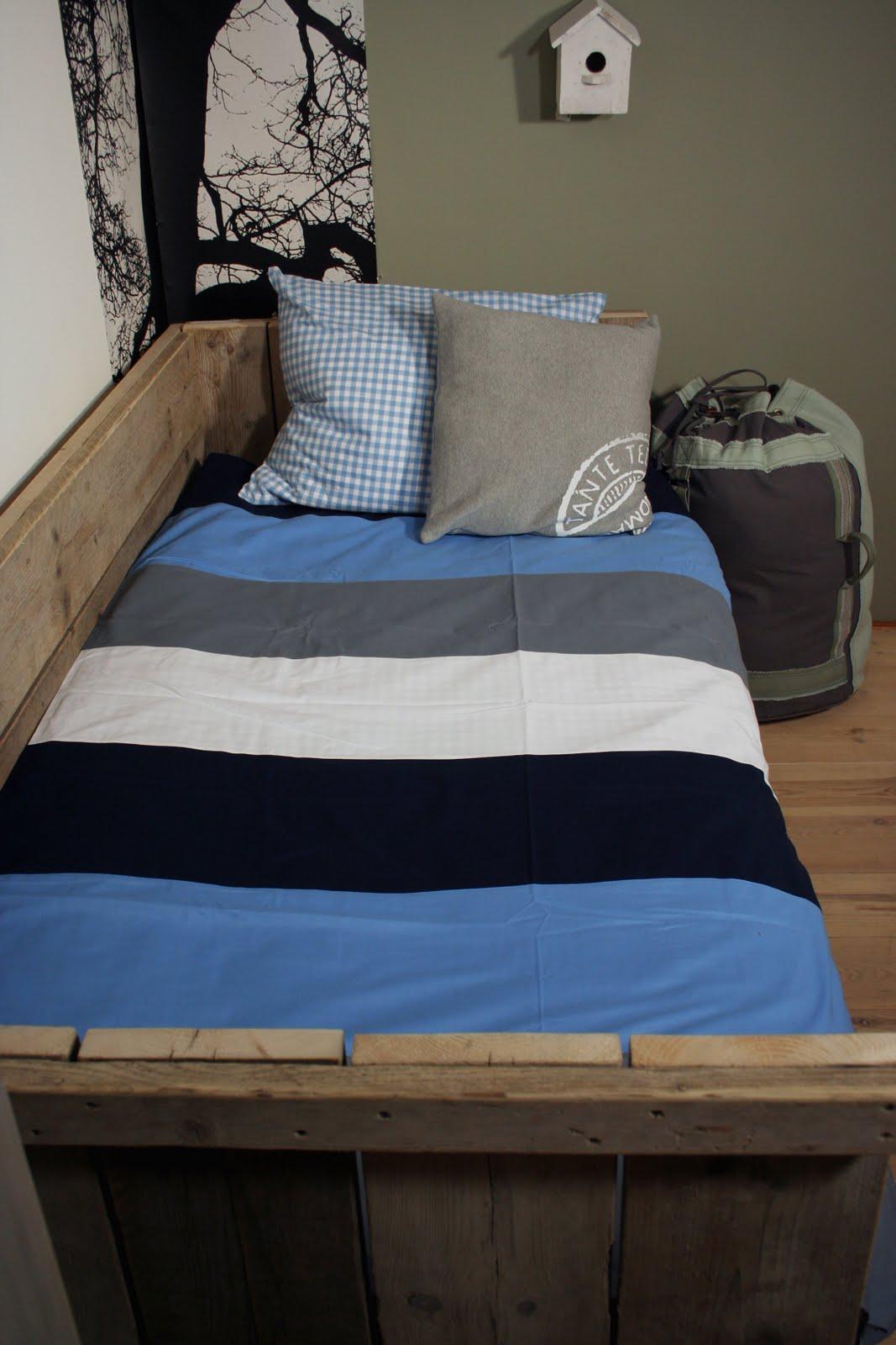 Stoere jongens kamers in blauw met hout villa d 39 esta interieur en wonen for Deco slaapkamer jongen jaar