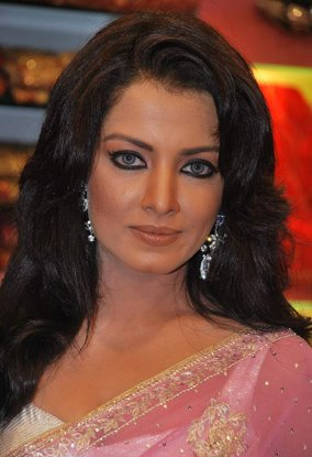 celina jaitley pink saree baby doll latest photos