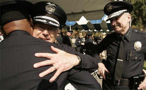 [police+hug]