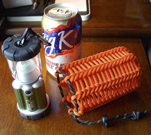 Stormdrane 39 s blog vertical half hitching paracord pouch for How to make a paracord bag