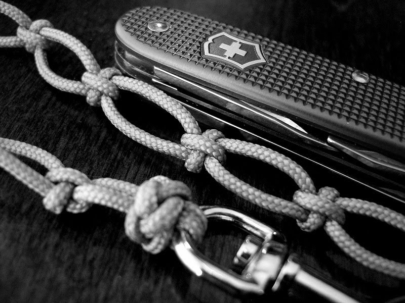 Stormdrane 39 s blog cross knot lanyard for Paracord cross instructions