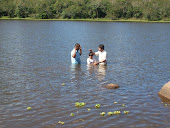 Batismo sendo realizado por pastores Milton e Benjamin