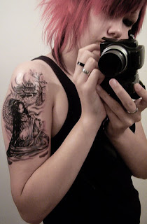 Amazing Female Shoulder Tattoo With Japanese geisha Tattoo Design Picture 1