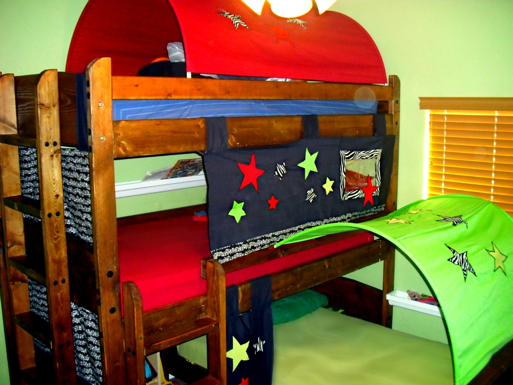 Bunk Bed Tent Top http://ladycreate-a-lot.blogspot.com/2011/02/bunk-bed-tents.html