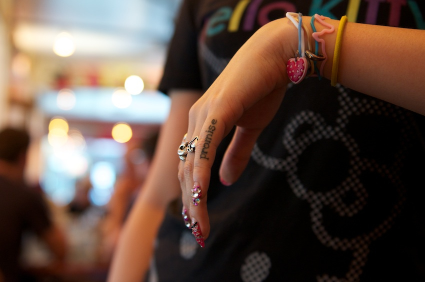 3D nail art, american typewriter finger tattoo, managing to work those funny