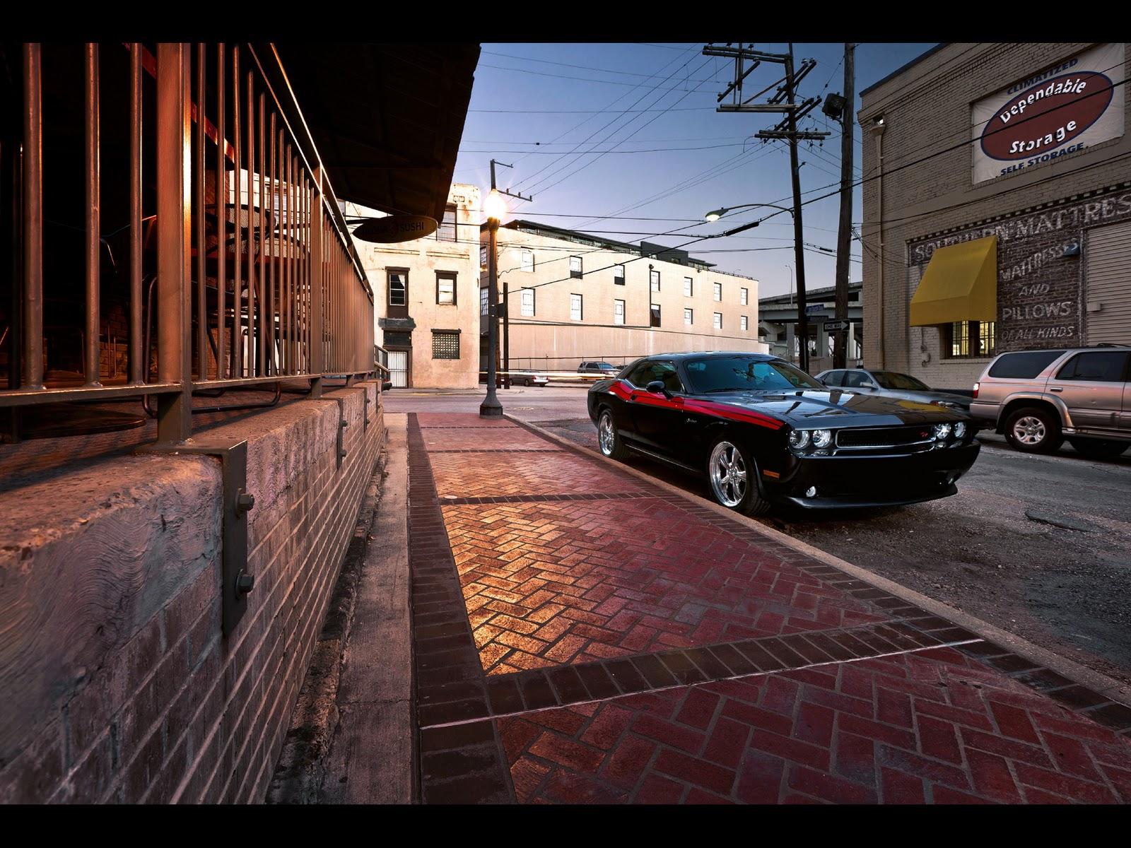 http://3.bp.blogspot.com/_viCh1SFyGrA/TUi3f95MLnI/AAAAAAAAAUg/ZT1CIOYINPM/s1600/2011-Dodge-Challenger-RT-Front-Angle-3-1920x1440.jpg