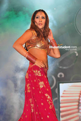 Kim Sharma, Kashmira Hot Performance at Interiors Design Awards 2010