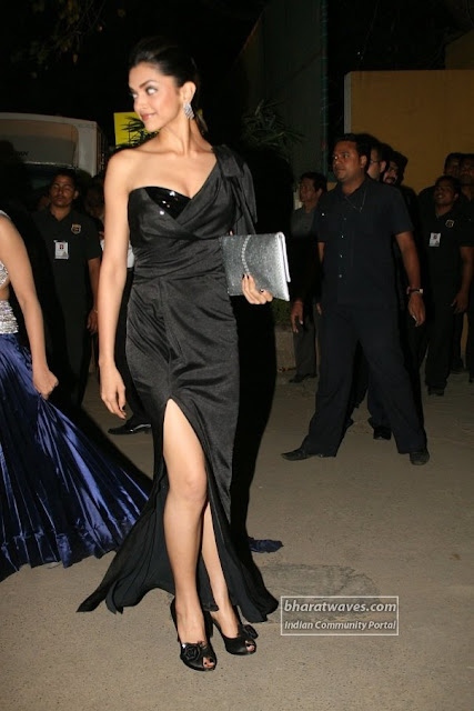 Lovely Deepika Padukone flaunting hot legs at Filmfare Awards