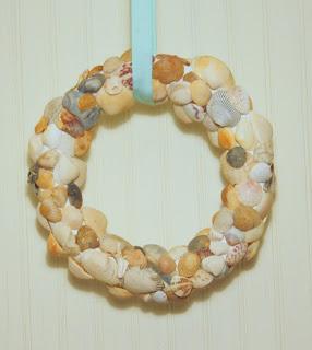 Seashell wreath the shabby creek cottage for Seashell wreath craft ideas