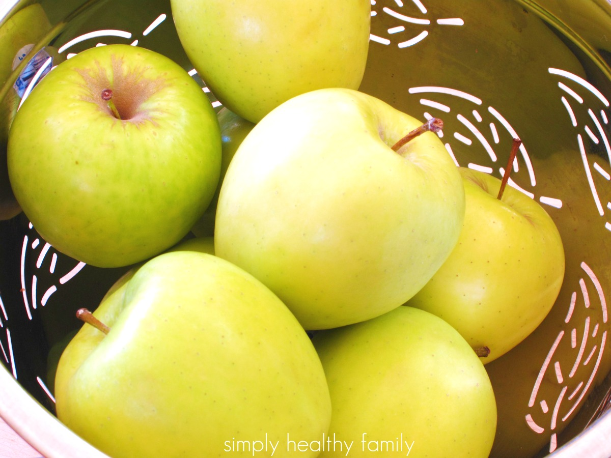 simply healthy family baked golden delicious apples with raisin crisp filling. Black Bedroom Furniture Sets. Home Design Ideas