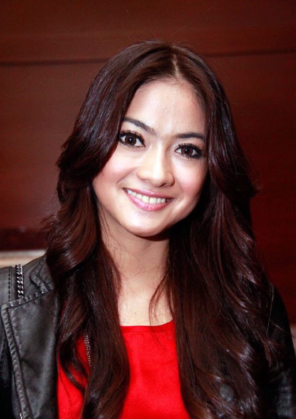 foto hot artis Foto Rini Yulianti celebrity style picture