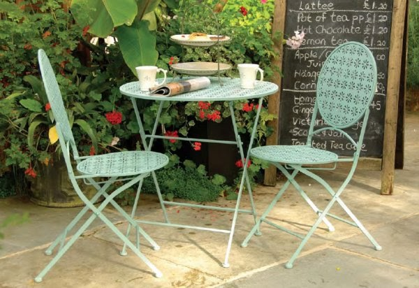 Frugal and vintage outdoor garden furniture for Frugal stylish patio furniture