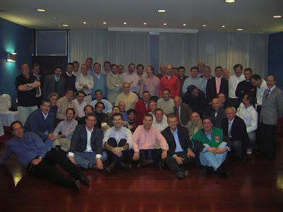 Primera promoción del colegio Los Olmos de Madrid en su 26 Aniversario - Foto en el Hotel Colón durante el cóctel