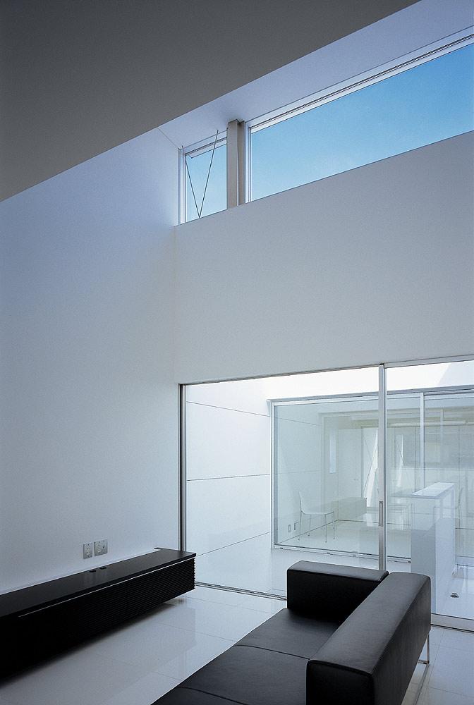 Interiores minimalistas casa minimalista en jap n de nrm for Casa minimalista japon