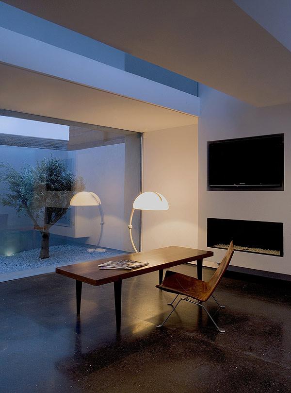 Una Casa Un Patio Un Olivo Por Odos Architects