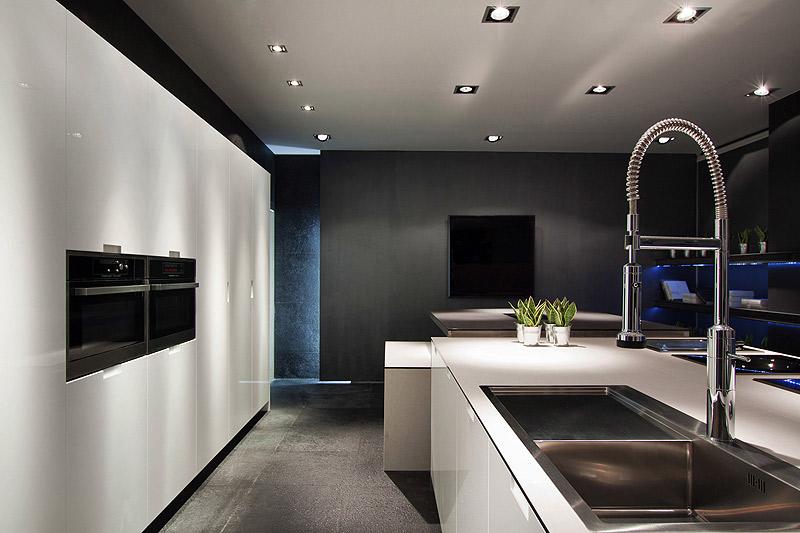 Los espacios m s minimalistas de casa decor barcelona for Casa minimalista interior blanco