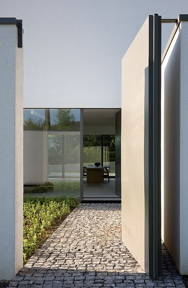 El elegante minimalismo del arquitecto bruno erpicum for Arquitectura minimalista edificios