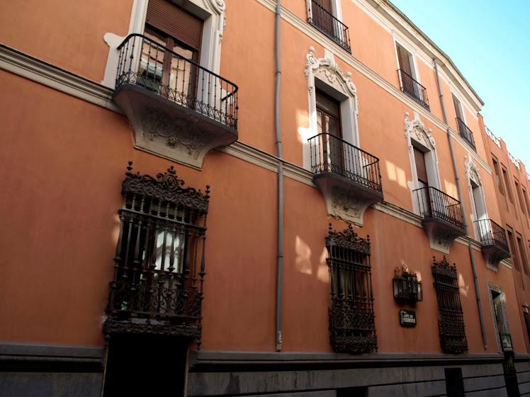 Balcones siglo XIX. Este palacio construido en el siglo XVIII tiene rejas del siglo XVIII y XIX.