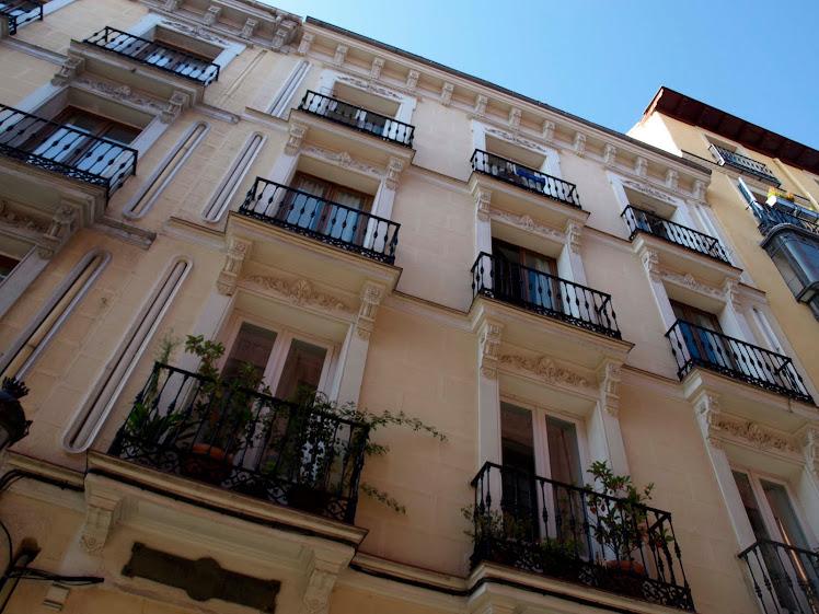 Edificio con balcones del siglo XVIII