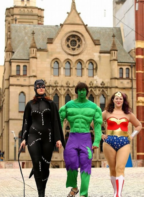 Catwoman - Hulk - Wonder Woman - Mundo real