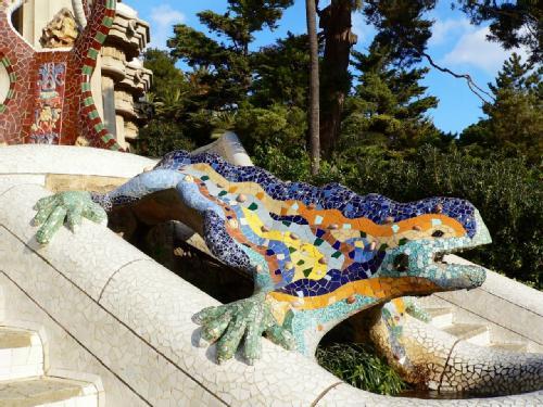 Cisnes y rosas antoni gaud fantas a fervor religioso y for Barcelona jardin gaudi