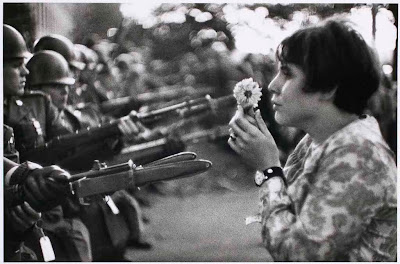 Flower Child de Marc Riboud - Jan Rose Kasmir