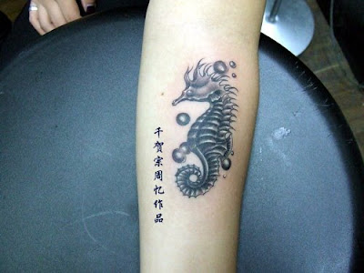sea horse tattoo design This is an elegant sea horse tattoo design with