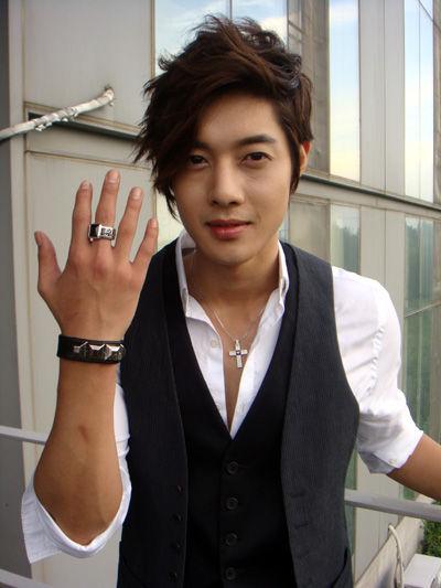 [kim+hyun+joong+macos+adamax+ring.jpg]