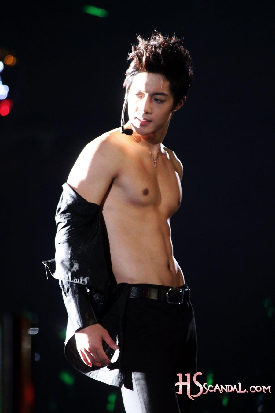 http://3.bp.blogspot.com/_vu9uqzISxb0/TEfLYfe8wWI/AAAAAAAAMHA/zE7Z2ChAHwk/s1600/naked+hyun+joong%21.jpg