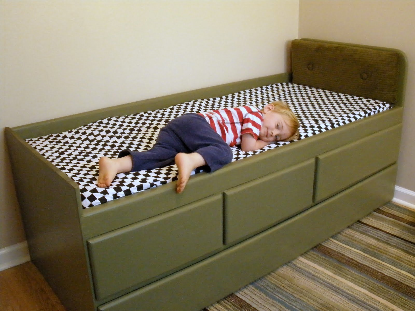 Pregnant... with power tools: Vintage Car Bedroom: Seamed & Tufted ...