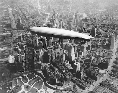 Uss_los_angeles_airship_over_Manhattan