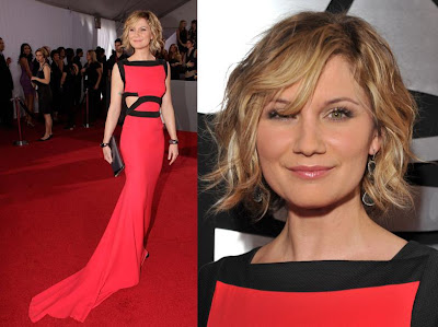 Jennifer Nettles. She's definitely got the body and the height to pull off ...