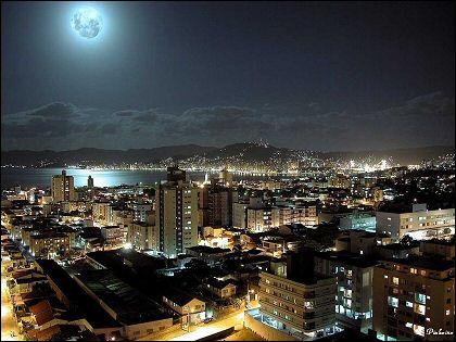 [centro-a-noite-fllorianopolis.jpg]