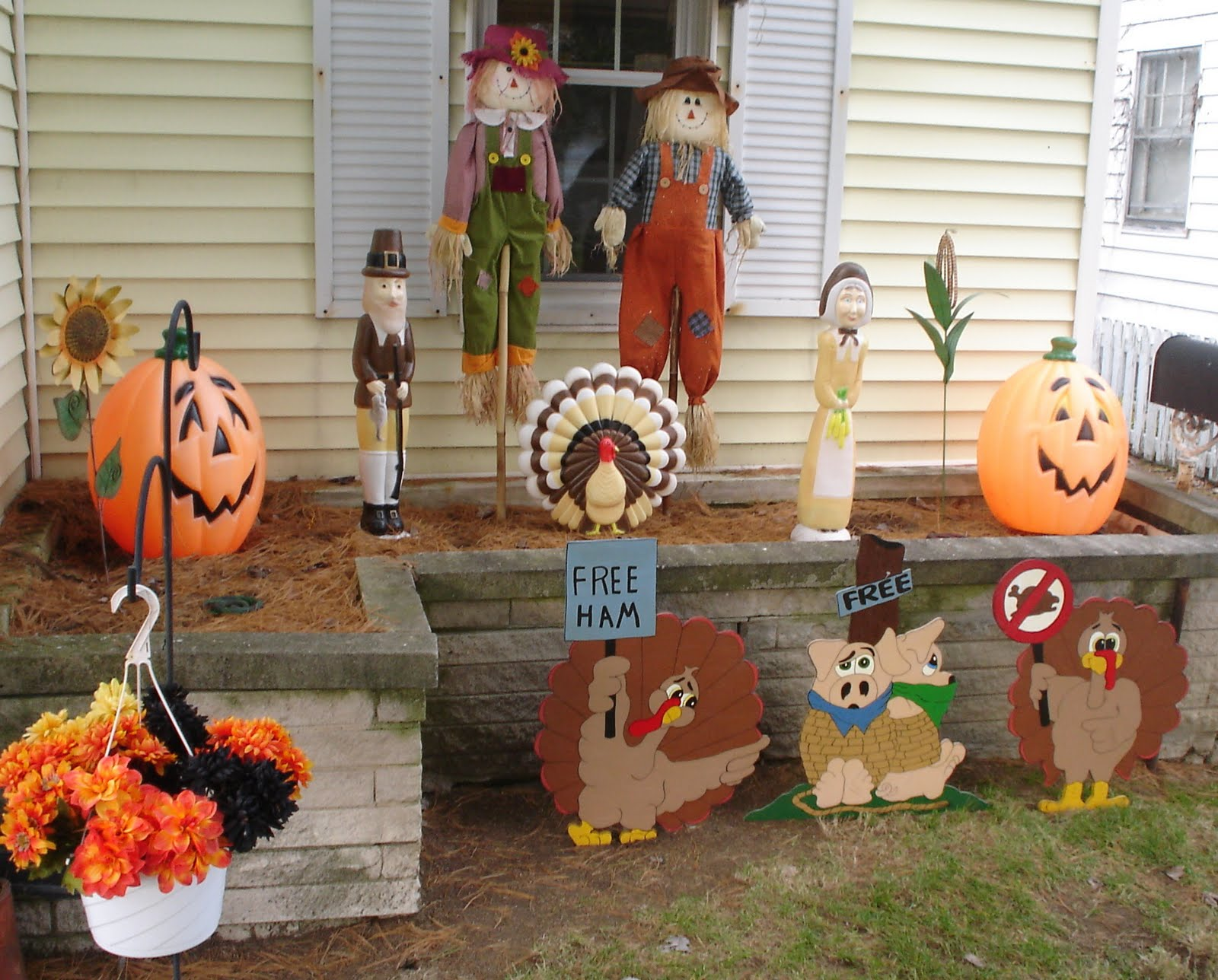 Decorating Ideas > The TSGS Cruiser 112209  112909 ~ 042623_Outdoor Thanksgiving Decorations