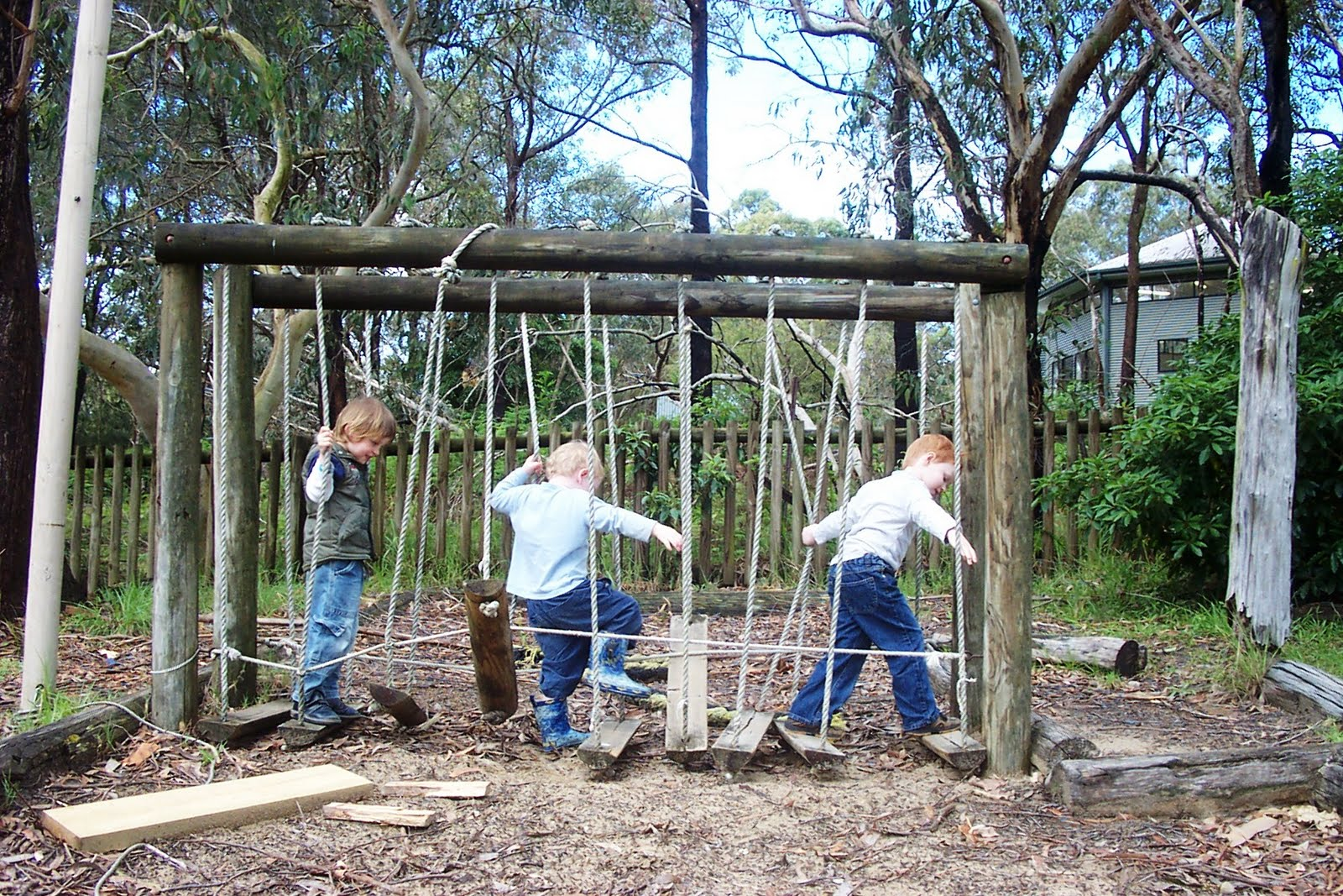 Let the children play how to create a natural outdoor for Diy play structure