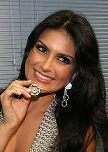 Fotos exclusivas - Natália linda com medalha da vila isabel
