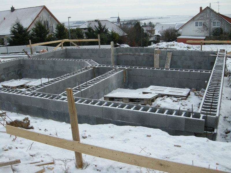 Hausbau schalungssteine sind gesetzt for Schalungssteine toom