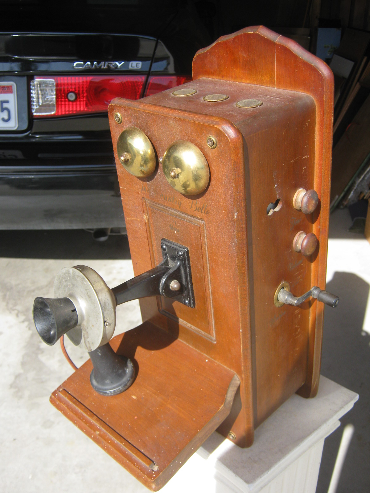 The Radio Builder Valve Shaped Like Old Telephone Zn414 Portable Am Receiver Resembles An Early 1900s Wall On Off Switch Is Tuner Crank And Knobs Are For Tone Volume