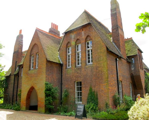 William morris fan club pilgrimage to red house for Morris home