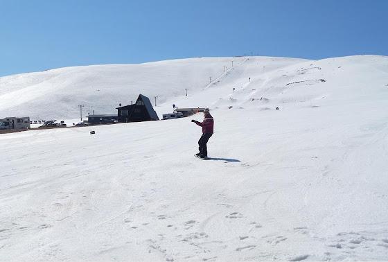 Aquí voy yo haciendo el Snowboarding