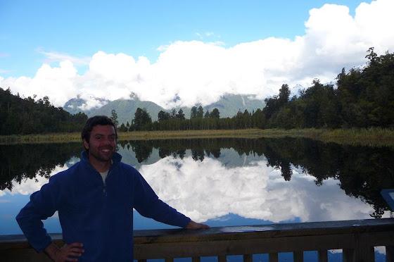 Aquí estoy en el lago que les digo que es puro espejo