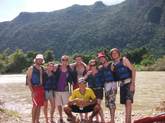 Aquí estamos con toda la banda en el Río Mekong
