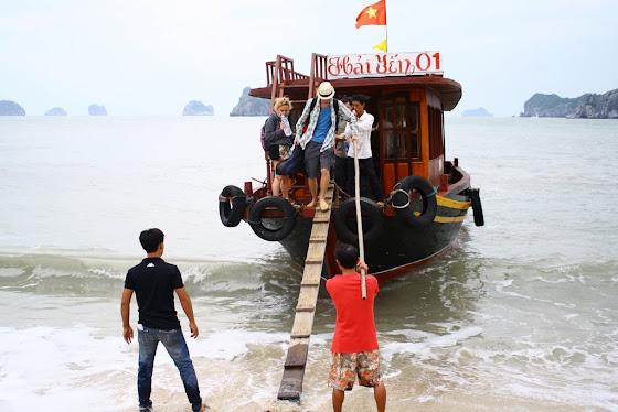 Aquí estoy yo con los chicos en el bote